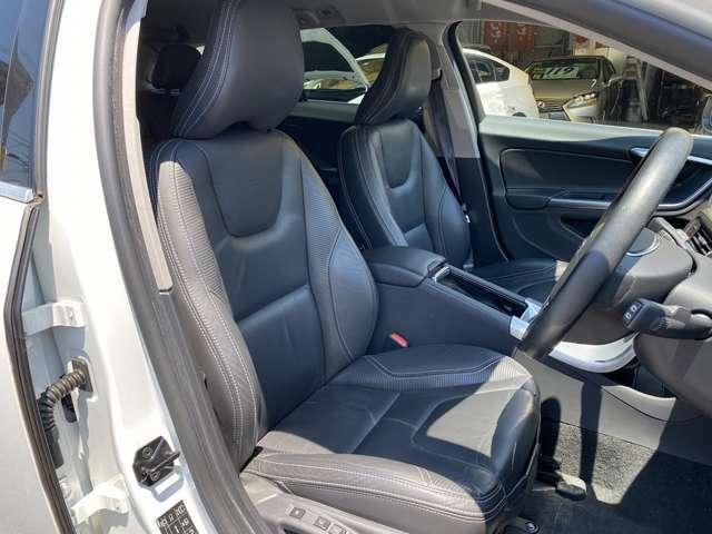 ★運転席シートの状態良好です♪パワーシートなので、細かい調整が可能です♪疲れない運転はシートポジションが大切ですね♪