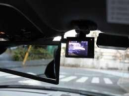 電動格納ドアミラー、carrozzeriaHDDナビゲーション、バックカメラ、ETC、ドライブレコーダー、GPSレーダー探知機