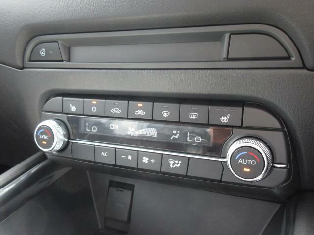 シートヒーター、ステアリングヒーター、デュアルエアコンなど装備されており快適にドライブをお楽しみいただけます☆
