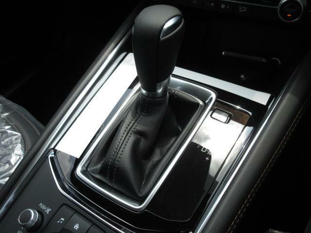 発進のしやすいAT、スムーズな変速のCVT、低燃費でダイレクト感の高いデュアルクラッチといったメリットを全て兼ね備えた「SKYACTIV-DRIVE」。 ぜひご体感下さい!!