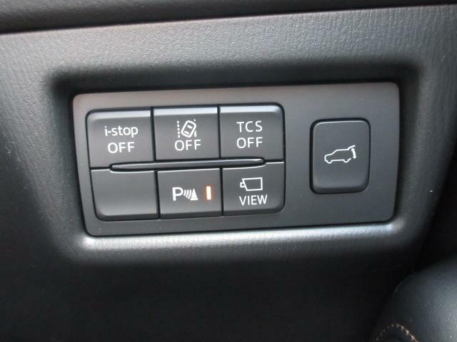 パワーリフトゲート装備。運転席からスイッチ一つで開閉でき便利!また、女性の方などでも重い思いせずともラクラク開閉できます。もちろんテールゲートのスイッチでも作動いたします。