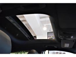 【プレミアムパッケージ・710,000円(ベーシックパッケージ含む)】 ・メモリー付フルパワーシート (前席) ・電動ランバーサポート(前席) ・アームレスト(後席) ・トランクスルー機能