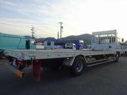 EZGO…坂道発進補助装置 DPF…排出ガス浄化装置(アドブルータンク搭載) ※アドブルーは全国各地の給油スタンドで補給可能 Ivis…マルチ情報システム ※PM堆積量や燃費などの車両情報が確認できます