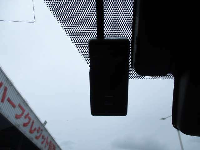 今流行りでマストアイテムのドライブレコーダーも装備!万一の際に証拠品としてとても役立ちます!