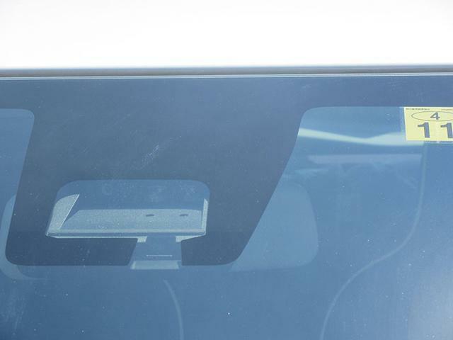 デュアルセンサーブレーキサポート搭載車です♪