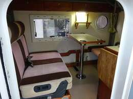 広々した居住空間。シートベルトも装備していますので、4名定員となります。