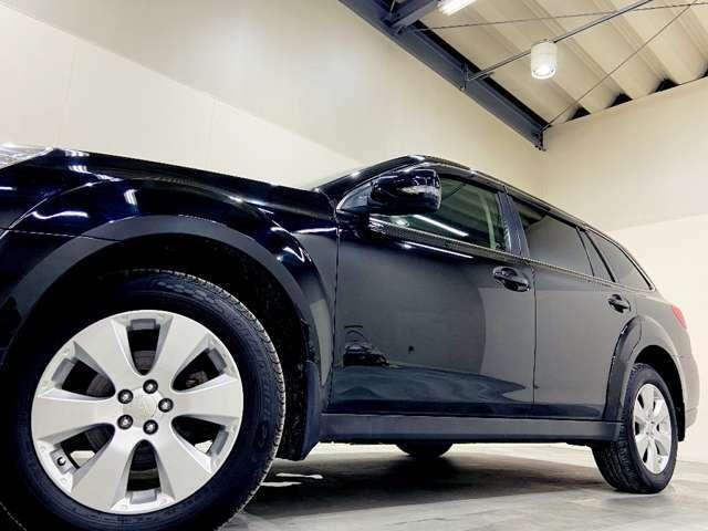 ホイルは純正17インチアルミホイルになります。タイヤは夏冬セットでお付けしますので、余計な出費もかさまず安心です。タイヤサイズ225-60-17。