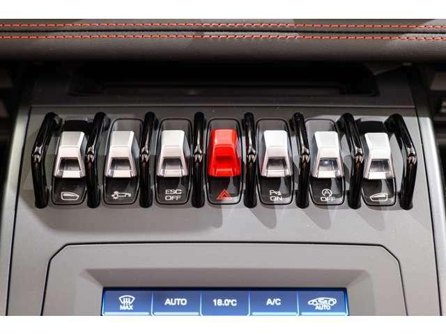 フロントリフティング搭載のお車となりますので、普段使いにもご利用いただける一台となっております。
