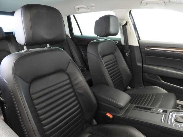 ☆パワーシート(運転席メモリー付)。運転席にはシートマッサージ機能を装備。長時間のドライビングをより快適にします☆シートには上質なナパレザーを採用。運転席・助手席共にシートヒーター機能付☆