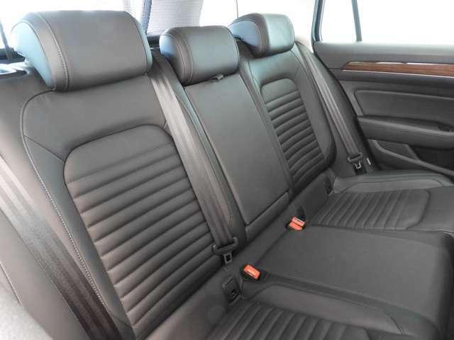 ☆運転席/助手席の「フロントエアバッグ」、前席/後席の「サイドエアバッグ」、サイドウィンドゥ全体を覆う「カーテンエアバッグ」に加え、運転席には「ニーエアバッグ」を装備☆