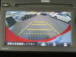 車庫入れもお任せのバックカメラが付いて、後方確認もラクラク♪安全に車庫入れも可能です。便利な機能ですが、バックカメラを過信せず、目視もお忘れなく。