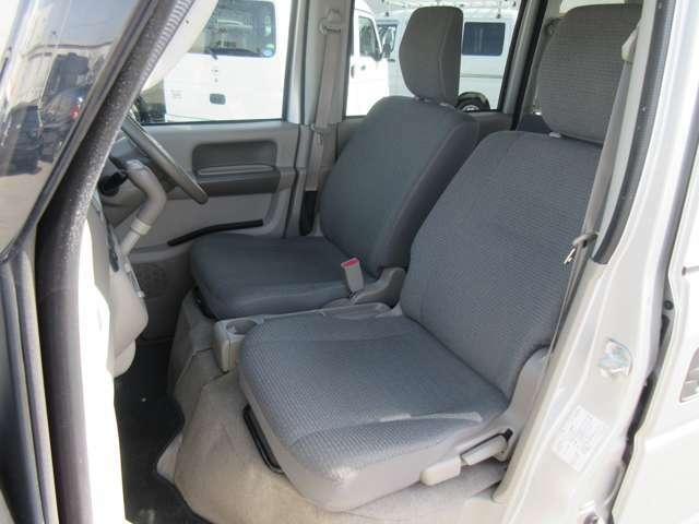 運転席。助手席シートアップ写真です☆