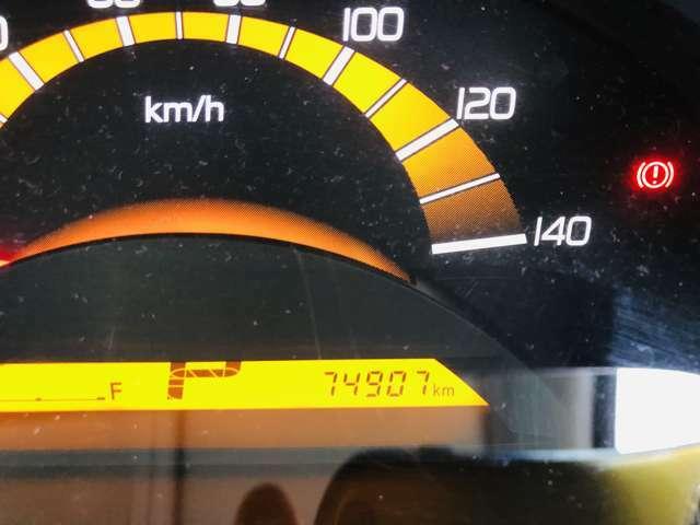 走行距離●74900km。走行距離も1桁台ですので、まだまだ長くお乗り頂けるお車となっております。