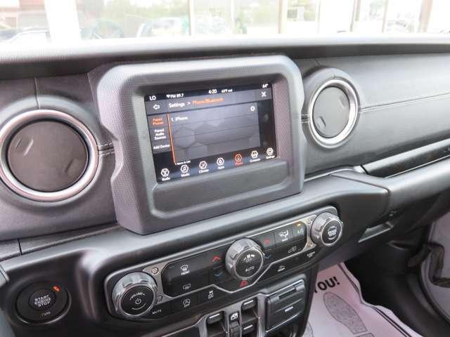 Apple CarPlay 搭載。Googie Android Auto7.0インチカラーディスプレイ