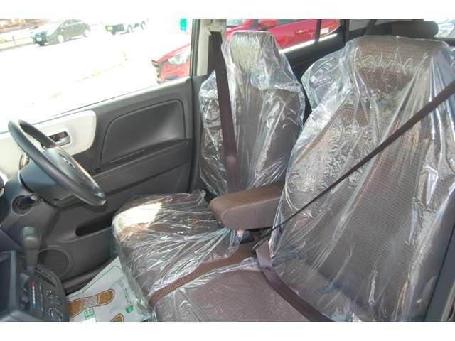 フロントシートもベンチ形状で座面まで広々とご利用いただけます!