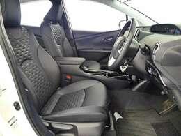 使用頻度の多い運転席シートはへたりなどが少なく大変キレイで清潔な状態です♪