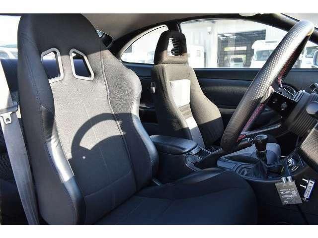 運転席はファイン製セミバケッドシート装備となっております♪