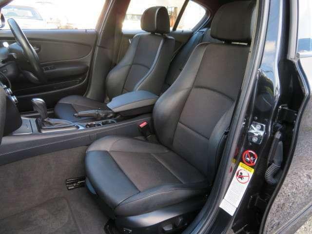 運転席・助手席ともにMスポーツ専用電動ハーフレザーシートとなっております♪走行時のホールド感があるので、安心してお座りいただけます♪シートも汚れなどなくキレイな状態ですよ♪