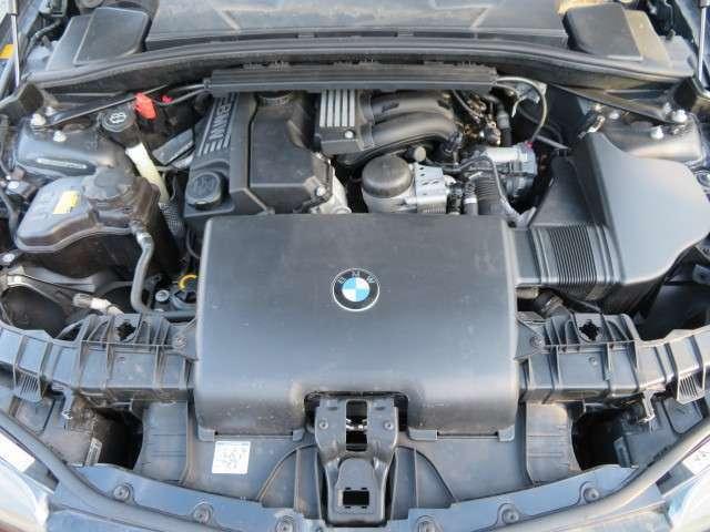 2リッター直4エンジン♪吹け上がりも良く、異音などもなく調子の良いエンジンです♪タイミングチェーン式なので10万kmでの交換の必要もなく経済的ですね♪