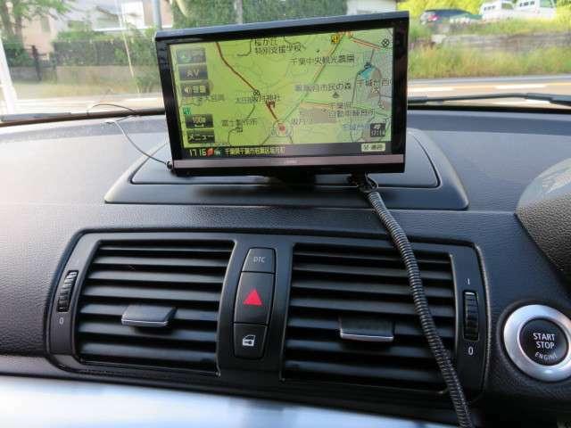 パナソニック製ナビ付き♪フルセグテレビも視聴可能です♪長距離の際でも車内で飽きずにお過ごしいただけるかと思います♪
