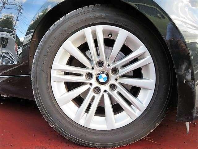 キレイな純正16アルミホイール♪車両がよりスポーティー&スタイリッシュになります♪別途オプションで、お客様のお好みのアルミ+タイヤに交換もできますよ♪