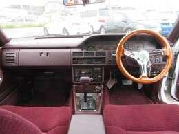 ■この辺りの時代の車は赤い内装が流行ってましたね!今はあまり見かけませんが、結構いいと思いますよね!