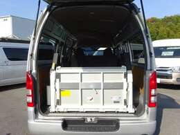 型式:CBF-TRH221K/2012年9月登録/1ナンバー(普通貨物車)/1年車検/2WD/2700cc/ガソリン車/3[6]人乗り/トヨタ車体パワーリフト付(最大昇降荷重260kg)