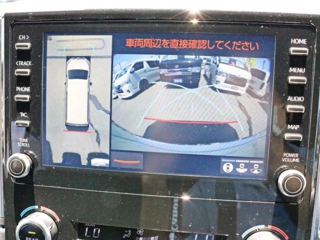 バックカメラ及びパノラミックビューモニターを完備しております。ギアをバックに入れた際に後方の映像をモニターに表示すると共に、車両の周辺を360°見下ろす形で描写しドライビングをアシストします。