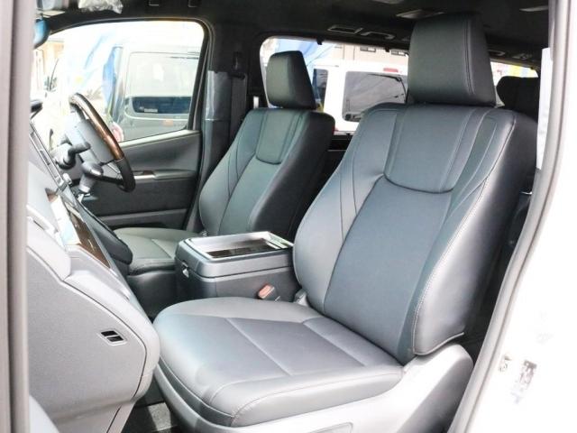 送迎に使われる車は1列目の快適性を犠牲にすることがありますが、グランエースに関しては運転席も助手席も主役級の素晴らしい乗り心地を実現致しております。