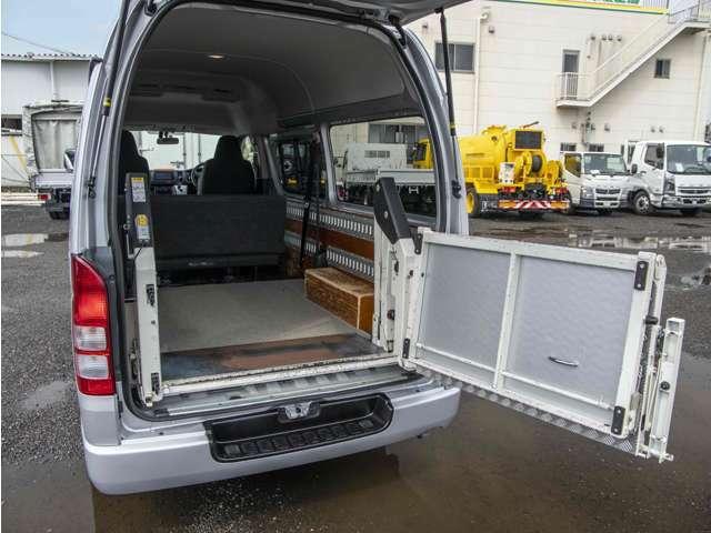 ◇4トン車クラスまでの納車前整備は自社工場にて行っています。大型車両も提携工場にて受け入れ可能です。