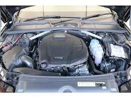 燃費・環境性能向上と余裕あるパフォーマンスを両立するTFSIエンジン。キビキビとしたスポーティーな走りと、アイドリングストップ機能などにより低CO2排出量・低燃費を実現します。
