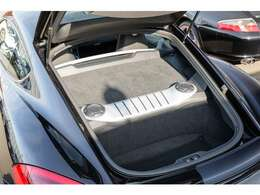 リア側にも実用的な収納スペースを確保しておりますのでお荷物の置き場には困りません!!045-348-3232