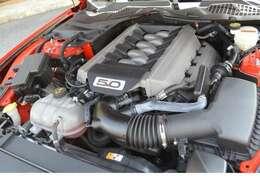 搭載される5リッターV8 NAエンジン、6速ATと組み合わされます!