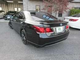特別仕様車のブラックスタイルにムーンルーフ&テラロッサレザーシート、スパッタリング18インチアルミホイールを装備したスタイリッシュな1台です。