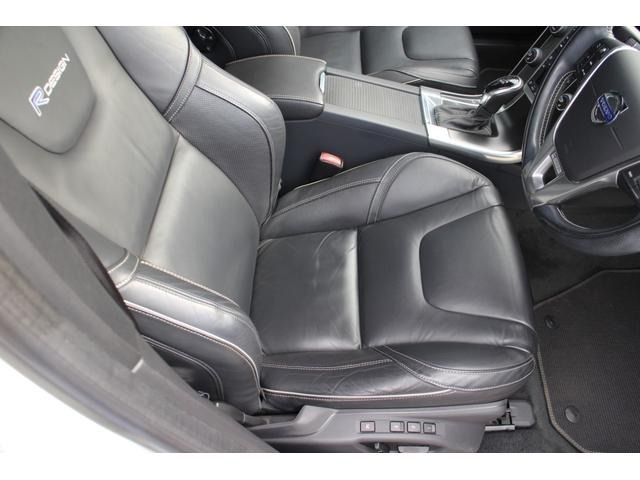 運転席シート★若干の使用感はございますが、大きなスレなどもなく綺麗に使用されています。シートヒーター&メモリー機能付きのパワーシートが装備!