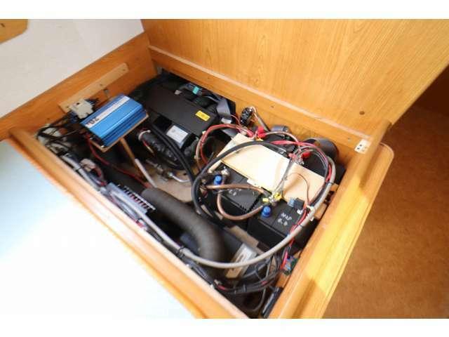 ツインサブバッテリー 2000W+130Wインバーター 走行充電 外部充電