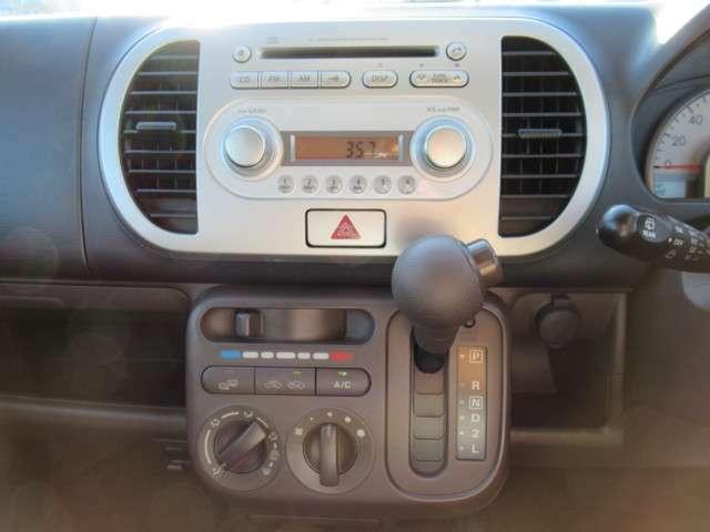 純正オーディオ!CD、AM&FM!エアコンパネル!インパネシフトで足元も広々です!