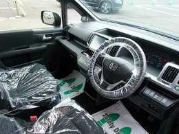 ブラックが基調のスタイリッシュな車内です♪