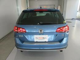 リアのエンブレムに内蔵されている純正リアビューカメラは画面上にラインが表示されるので駐車も安心です!