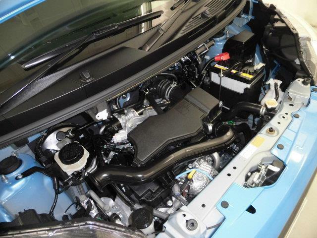 【エンジンルーム】スチームがけでエンジンルームの汚れも綺麗にクリーニング!エンジンルームが綺麗ですと、不具合等の発見もしやすく、コンディションのチェックや維持の面でとってもプラスです。