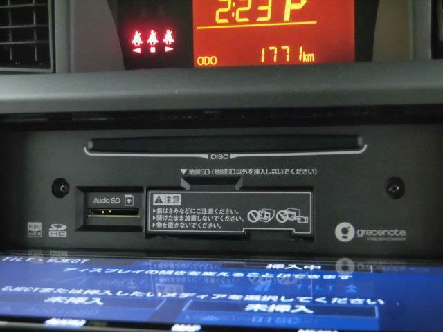 【CD・DVD再生機能】お好みのCDをお持ち頂ければ、音楽を聴くことができ、DVDを見ることもできるので、渋滞などで退屈な時間を過ごすときもストレスが少なくなりますね。