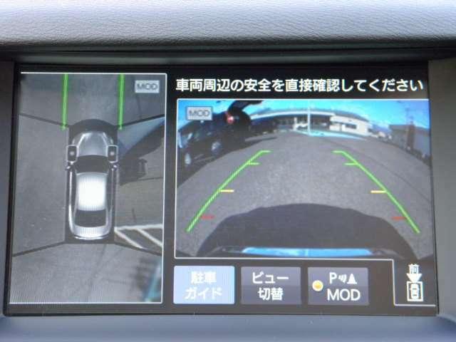 駐車時などで車両を空から見下ろしているような視点で周囲を表示。さらに周囲の移動物を検知し、インテリジェント アラウンドビューモニターのディスプレイ上の表示と音でドライバーの注意を喚起します。
