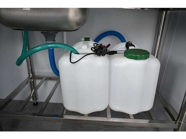20L給排水ポリタンク装備となっております♪