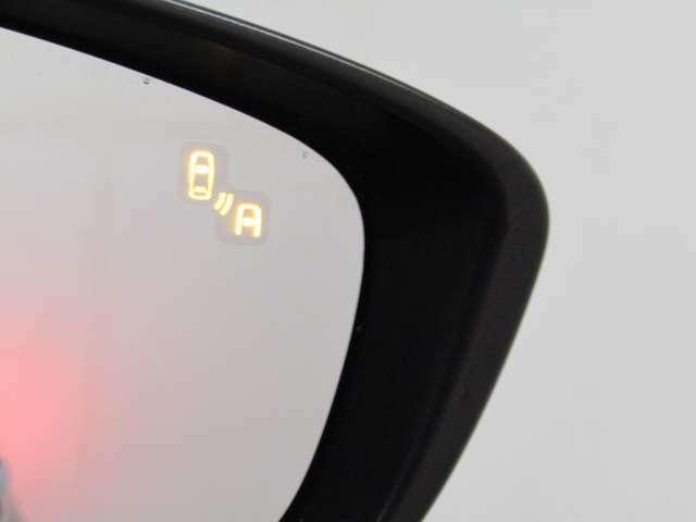 リアビークルモニタリングシステム車線変更により衝突の危険性がある場合には、インジケーターや警報でドライバーに注意を促します!!
