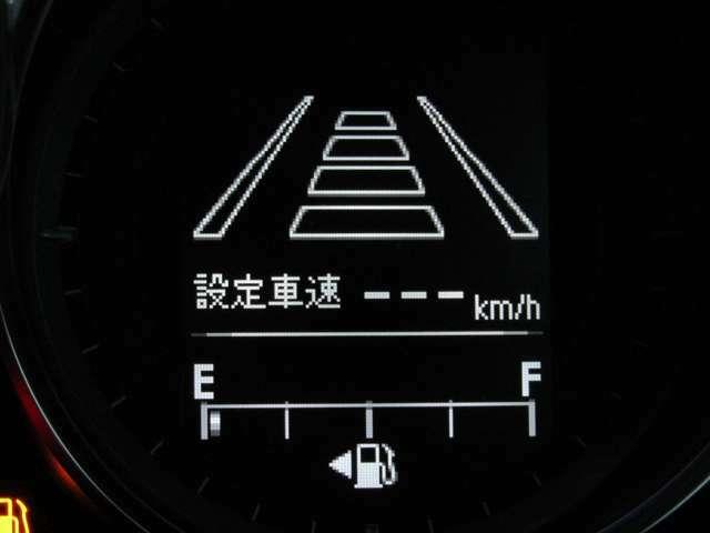 マツダ・レーダークルーズコントロールはレーダーセンサーが前方車を検知し約30 km/h~100 km/hの設定した速度での定速走行や、前方車との車間距離を車速に応じて一定に保つ追従走行が可能です!