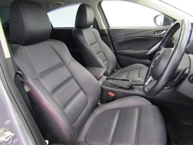 高級感漂うブラックレザーシートは、まるでソファーの様な座り心地です!!シートヒーター機能付で寒い日もすぐに温まります!!