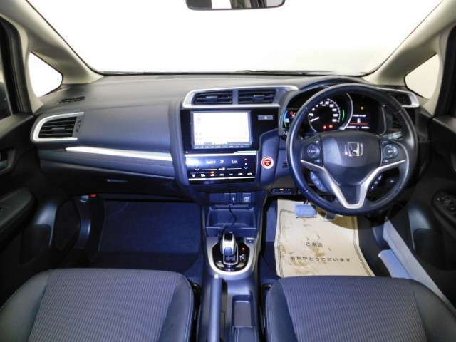 開放感のある運転席まわり! 運転席からの視界は良好です!!