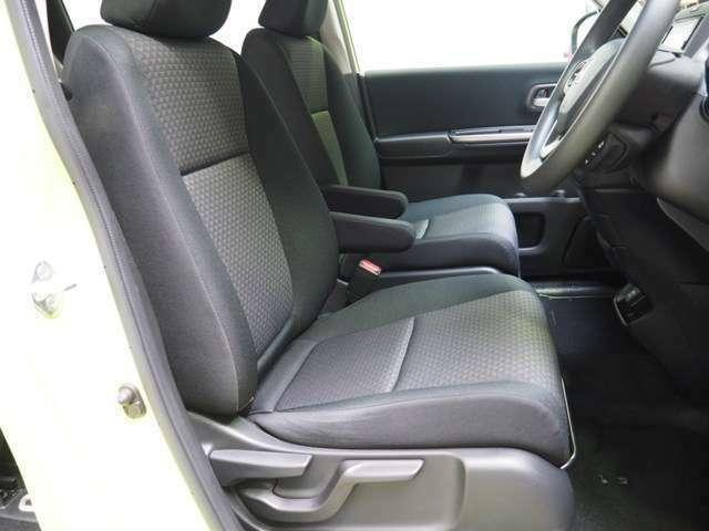 ゆったり大きくサポートも深いフロントシート 室内はクリーニング済みです