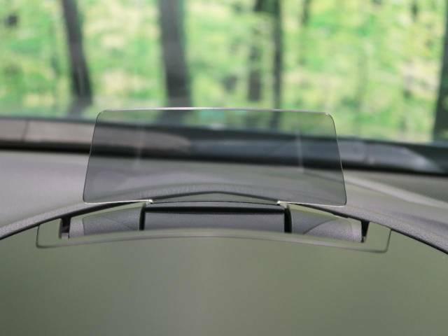 【アクティブドライビング ディスプレイ】ドライバーの視界前方に車速やナビのルート誘導など、走行に必要な情報を表示してくれます!わき見によるリスクを最小限に抑えることができる機能です☆