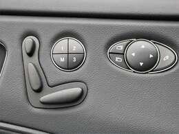 運転席・助手席にメモリー付きパワーシートが装備!